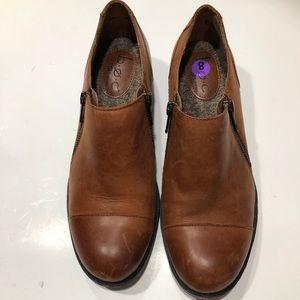 NWOT-BORN Concept Zip Loafer Slip-On Shoe Sz 8M